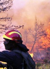 Guarda Piemontese, fiamme e fumo nero sulla statale 18. Interrotta la viabilità